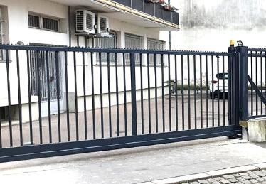 Automatisme et motorisation pour portail coulissant industriel et porte de garage