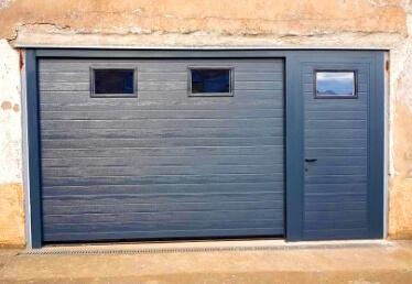 Porte de garage Bas Rhin sectionnelle avec portillon résidentielle