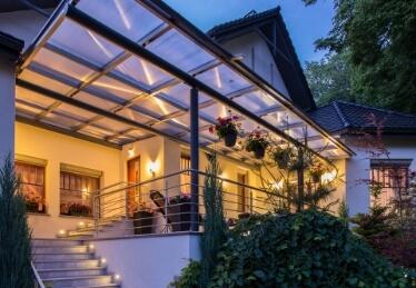 Pergola aluminium en Alsace pour terrasse à toit plat en extérieur