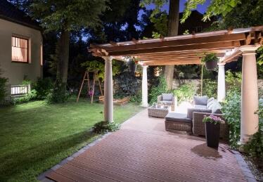 Pergola en bois en Alsace pour terrasse à toit plat en extérieur